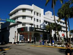 It's a shame that this former theater along the Lincoln Road Mall in Miami Beach turned into an H&M store