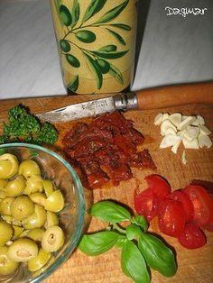 Těstoviny s olivami a sušenými rajčaty - *CHUTNÉ STRÁNKY S FRANCOUZSKÝM NÁDECHEM*