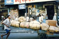 With the rapid traffic growth, hand carts will be history in Mumbai soon!
