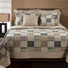 Greenland Home Fashions Oxford Quilt Set - Some bedding seems like it's just waiting for an HGTV camera crew to walk by. Case in point: the Greenland Home Fashions Oxford Quilt Set ,. Colchas Quilt, Quilt Bedding, Bedding Sets, Twin Quilt, Patch Quilt, Plaid Patchwork, Plaid Quilt, Flannel Quilts, Shirt Quilts