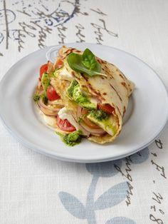 Tomate Mozzarella - klassisch als Salat Caprese oder modern als Zucchini-Brot-Auflauf. Wir holen uns das italienische Flair auf den