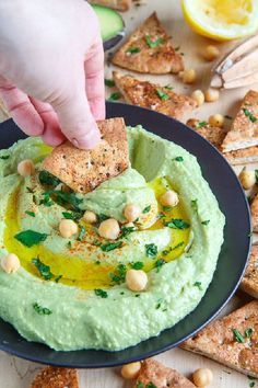 Avocado Hummus ~ Ingredients: 2 ounce) cans cups) chickpeas, drained… Avocado Hummus, Guacamole, Avocado Recipes, Vegan Recipes, Cooking Recipes, Hummus Ingredients, Healthy Snacks, Healthy Eating, Hummus Recipe