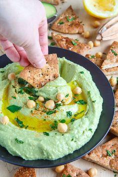 Avocado Hummus ~ Ingredients: 2 ounce) cans cups) chickpeas, drained… Avocado Hummus, Guacamole, Healthy Snacks, Healthy Eating, Healthy Recipes, Hummus Ingredients, Hummus Recipe, Appetizer Recipes, Appetizers