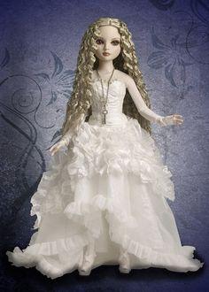 Plegarias en la Noche: Muñecas Diseñadas por Ellowyne Wilde