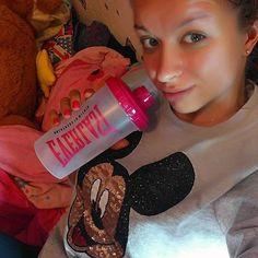 #NoMakeUp #Monday  and my new pink Shaker  #love#pink#selfie#fitness#eiweiss#shaker#gym#motivation#training#face#hamburg#happy#mickymouse#disney#sweet#cozy#cute#relax#blueeyes#everlast#haul by katerina_squat