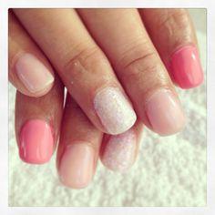Acrílico con esmalte permanente tonos rosa y nácar blanco