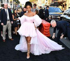 "Rihanna'nın ""Valerian"" Galası Stili"