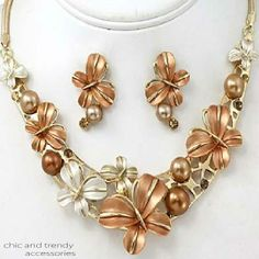 """BUTTERFLY""BEIGE PEARL RHINESTONE CHUNKY NECKLACE SET*CHIC AND TRENDY"