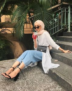 Chic Ways to Wear Tunic For Hijab Outfit - Hijab- Modern Hijab Fashion, Street Hijab Fashion, Hijab Fashion Inspiration, Muslim Fashion, Mode Inspiration, Modest Fashion, Trendy Fashion, Fashion Outfits, Hijab Fashion Summer