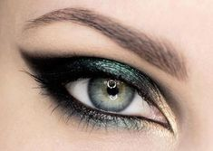Black smoky eye with forest green and beige もっと見る