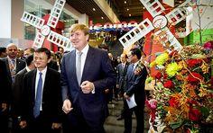 Koning Willem-Alexander bezoekt campus webwinkel Alibaba - Koninklijk huis - RD.nl