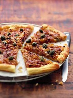 Recette de pizza aux oignons doux - Marie Claire Pizza Rolls, Vegetable Pizza, Vegetables, Food, Honey, Pizza, Onions, Kitchen Nook, Recipe