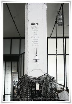 paris in one day . Black White Fashion, Black And White, Merci Paris, Industrial, Shop Displays, Paris City, Paris Apartments, Retail Space, Boutique Design