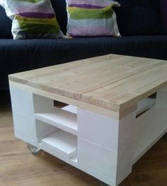 DIY Pallet Coffee Table On Wheels   99 Pallets