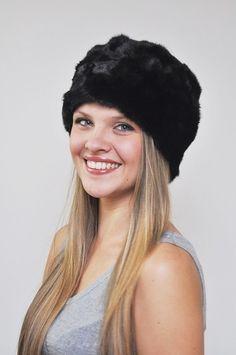 Cappello in ritagli visone nero. http://www.amifur.com