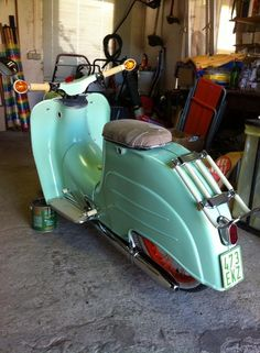 Scooter Motorcycle, Motorcycle Design, Retro Scooter, Vintage Vespa, Motor Scooters, Mopeds, Classic Bikes, Sidecar, Custom Bikes