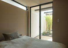 閑静な住宅街にある濃い茶色の家・間取り(東京都練馬区)   注文住宅なら建築設計事務所 フリーダムアーキテクツデザイン