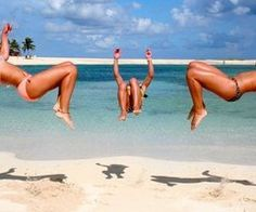 back tuck on beach:) maybe someday! Beach Gymnastics, Gymnastics Pictures, Summer Of Love, Summer Beach, Summer Vibes, Summer Fun, Pink Summer, Back Tuck, Beach Poses