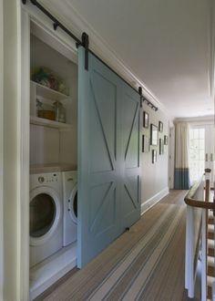 Buanderie derrière une porte coulissante - Marie Claire Maison
