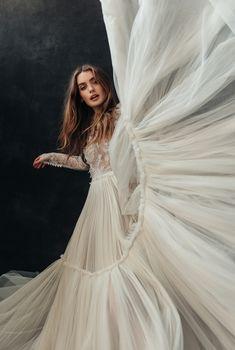 Bridal Portrait Poses, Bridal Poses, Bridal Photoshoot, Bridal Boudoir, Bridal Shoot, Bridal Photography, Wedding Photography Inspiration, One Day Bridal, Creative Photoshoot Ideas
