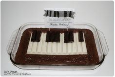 A KitKat Keyboard!  How fun would this be for anyone who plays piano, teaches piano, or for a piano recital?
