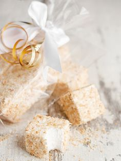 Homemade Toasted Coconut Marshmallows ~ Great homemade holiday gifts!