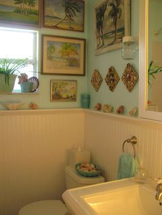 Love this bathroom!  Someone decorated it with me in mind.