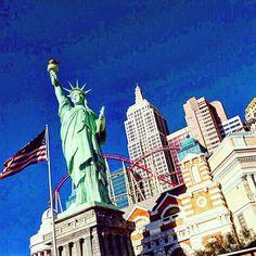 Reposting @dimecomoviajas: Todo un mundo en medio de un desierto, ¡Las Vegas! A whole world in the middle of a dessert, Las Vegas!  #lasvegas #dimecomoviajas #viajes #instatravel #travelgram #bloggingtips #travel #travelblogger #momblogger #travelcouple #estadosunidos #usatravel #usa #nevada #viajar #viajesdivertidos #soloadultos #grownuptrip #onlyadults #travelblogging #blogginglife #blogging #desierto #dessert #lasvegasstrip