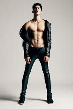 Fashion Trends for Men & Hot Male Models Male Models Poses, Male Poses, Leather Fashion, Mens Fashion, Toni Mahfud, Leather Jeans, Raining Men, Male Body, Cute Guys