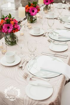 Head table with pink flowers