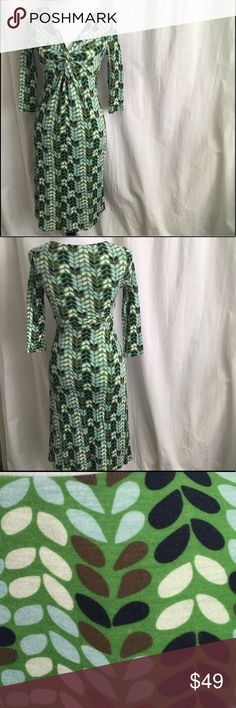 Boden Green Leaf Dress Size 4 Fully lined, perfect summer dress. 3/4 length sleeves. V neck. Knotted bodice. Good used condition. Bust 15.5 Length 41.5. 100% Tencel Boden Dresses