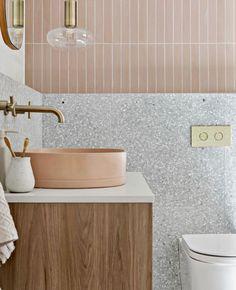 Associer le rose et le gris dans la déco des toilettes | My Blog Deco Bathroom Basin, Bathroom Renos, Laundry In Bathroom, Master Bathroom, Girl Bathrooms, Washroom, Interior Design Inspiration, Bathroom Inspiration, Beautiful Bathrooms