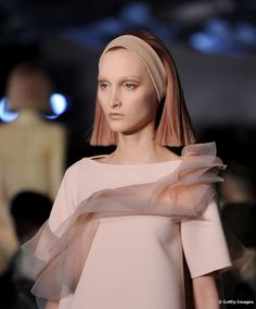 Cabelo futurista é tendência: conheça penteados, cortes e texturas com essa inspiração
