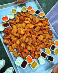 Last Minute price of chicken nuggets and get cooking like a pro. - Last Minute price of chicken nuggets and get cooking like a pro. Think Food, I Love Food, Good Food, Yummy Food, Healthy Food, Sleepover Food, Fun Sleepover Ideas, Chicken Nugget Recipes, Recipe Chicken