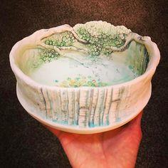 760 vind-ik-leuks, 12 reacties - Heesoo Lee (@heesooceramics) op Instagram: 'Holding space #hand building #porcelain #bowl #ceramics #도예 #그릇 #도자기 #백자'