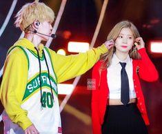 Kpop Couples, Cute Couples, Ff Bts, Bts Twice, Online Manga, Twice Dahyun, Fake Photo, Yoongi, Jeonghan