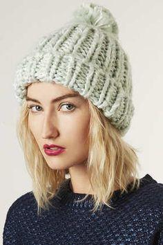 Bonnet en grosse maille tricoté à la main