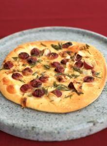Pizza con uvas rojas, miel, romero y queso pecorino. #CentroChefPeru