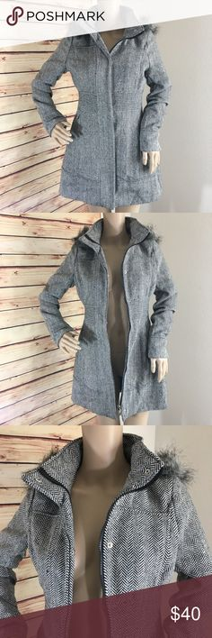 """🌲 SALE Therapy herringbone trench coat jacket Brand: Therapy Size: S Color: black and white herringbone print Details: has removable fur hood (zips off), front zipper and snap closure, two front pockets, fully lined   Pit to pit measurement: 18"""" Length from collar to bottom: 32"""" Length from shoulder to bottom: 32"""" Fabric content: 100% polyester  Condition: preloved, excellent Therapy Jackets & Coats Trench Coats"""