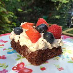 Gæsternes yndlings sommerkage | DoodleMor Danish Dessert, Honey Pie, Sweets Cake, Cake Decorating Tips, Cream Pie, I Love Food, Baked Goods, Cake Recipes, Sweet Tooth