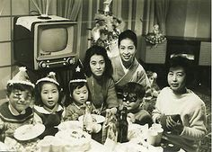 昭和のクリスマス midcentury Japanese family at a party.