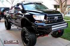 Image from http://www.carpicturesites.com/wp-content/uploads/2015/02/2014-Toyota-Tundra-Lifted-.jpg.