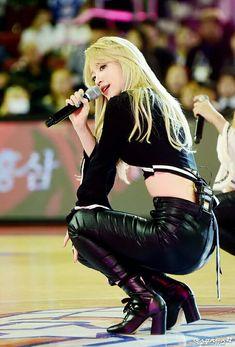 Kpop Girl Groups, Korean Girl Groups, Kpop Girls, Sexy Asian Girls, Beautiful Asian Girls, Famous Girls, Hani, Sexy Poses, Ulzzang Girl