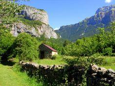 Pliegue acostado y entrada al valle de Bujaruelo al fondo