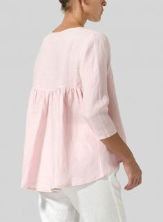 Hit the refresh button on your signature look with the VIVID Linen A-line top. Tunic Blouse, Shirt Blouses, Tunic Tops, 49er, Loose Tops, Mode Outfits, Casual Tops, Types Of Sleeves, Army Green