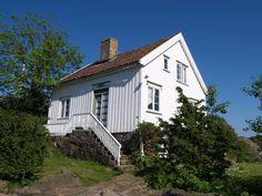 FINN – Unik strandeiendom på Sandøya (ca. Villa, Real Estate, Cabin, House Styles, Home Decor, Decoration Home, Room Decor, Real Estates, Cabins