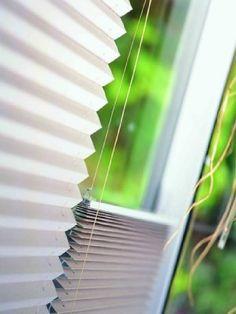 Żaluzje Plisowane to nowoczesne osłony okienne idealne do każdego wnętrza. System pozwala na ustawienie żaluzji na dowolnej powierzchni okna. Montowane w świetle szyby nie utrudniają otwierania skrzydeł okna,