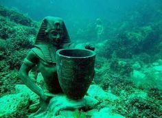 Underwater ruins of Ancient Alexandria, Egypt Ancient Mysteries, Ancient Ruins, Ancient Artifacts, Ancient Egypt, Ancient History, Temples, Underwater Ruins, Sunken City, Art Antique