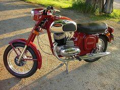 Vintage Cycles, Vintage Bikes, Antique Motorcycles, Cars And Motorcycles, Moto Jawa, Classic Bikes, Classic Cars, Bike India, Jawa 350