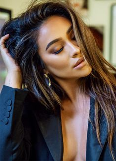 """thequeensofbeauty: """"""""Shay Mitchell photographed for Hatchland (October """" """" Shay Mitchell Hair, Shay Mitchell Style, Beauty Makeup, Hair Makeup, Hair Beauty, Hair Inspo, Hair Inspiration, Brunette Actresses, Mode Outfits"""